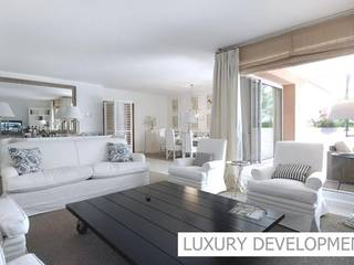 Luxury apartments & penthouses with direct access to the sea, close to the Golf Poniente