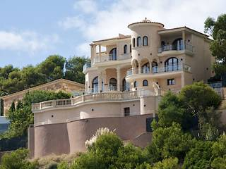 THE IDEAL MEDITERRANEAN VILLA ON THE WATERFRONT IN SOL DE MALLORCA AND WITH DIRECT SEA ACCESS