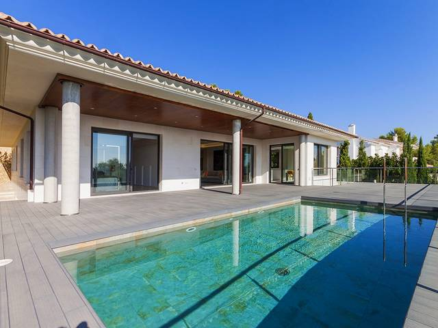 Spacious and modern luxury villa with guesthouse in exclusive Son Vida near Palma