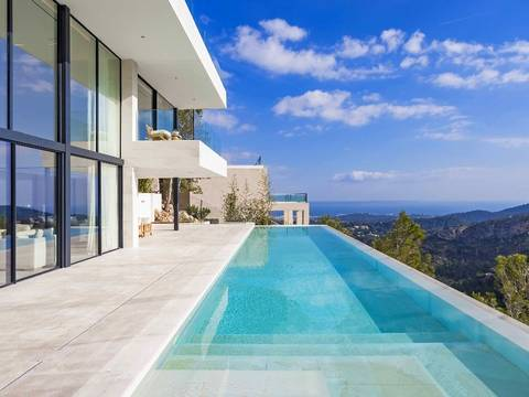 SWOSOV4765 Luxury villa with elegant design and top-quality equipment in the most exclusive area of Palma