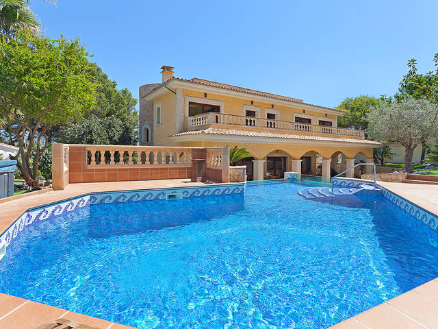 Villa for sale in El Toro with large sunny balcony overlooking pool and garden