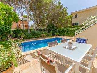 Beautiful house with private garden and pool in quiet residential area of El Toro