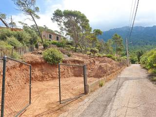 Plot for sale in Puerto de Valldemossa offering beautiful sea views