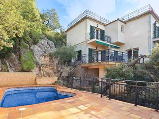 Exclusive villa for sale in Valldemossa - with lots of privacy, charming pool and stunning sea views